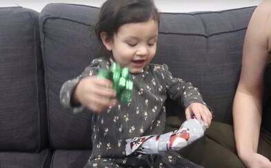 """Otec sa pokúsil dať svojej dcére  """"najhorší darček na svete,"""" jej nečakaná reakcia nemá chybu"""