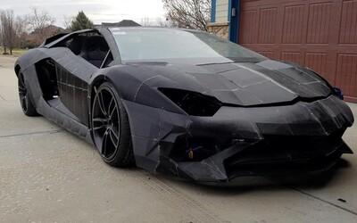 Otec se synem stavějí pomocí 3D tiskárny Lamborghini Aventador. Italská společnost jim půjčila skutečný automobil