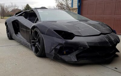 Otec so synom stavajú pomocou 3D tlačiarne Lamborghini Aventador. Talianska spoločnosť ich odmenila skutočným automobilom