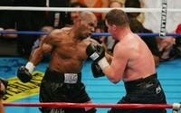 Otec Tysona Furyho vyzval Mikea Tysona na zápas. Zbil by aj tvojho syna, smejú sa fanúšikovia