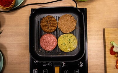Otestovali jsme burgery s vegetariánským masem. Jedno z nich chutnalo jako opravdové hovězí
