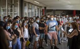 Otevřete vysoké školy, bouří se studenti. V Praze chystají demonstraci, o kterou mají zájem tisíce lidí