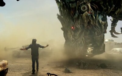 Otrasný trailer pre Transformers: The Last Knight vám predstaví najdebilnejšie vyzerajúci film roka s neuveriteľne trápnou feministickou postavou