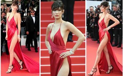 Outfity z Cannes: Bella Hadid ovládla červený koberec v odvážném modelu
