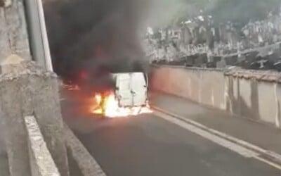 Ozbrojení zloději v Lyonu zaútočili na obrněné vozidlo a ukradli 9 milionů eur. Jde o druhou největší loupež ve Francii