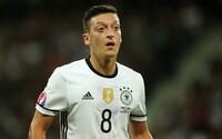 Ozil a Pogba sa počas európskeho šampionátu spojili, aby zaplatili operácie pre 22 afrických detí