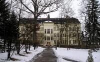 Pacient psychiatrické léčebny hledal děti po síti, jedno z nich při útěku zneužil. Ministerstvo nutnost reformy léčby přiznává