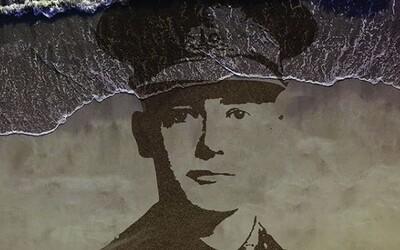 Padlých vojakov prvej svetovej vojny si uctili obrazmi v piesku. Tie následne zmyl príliv