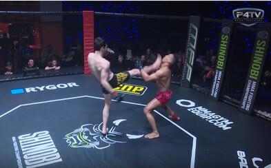 Padol ako podťatý. Brutálny MMA knockout z Anglicka, po ktorom o sebe bojovník vôbec nevedel