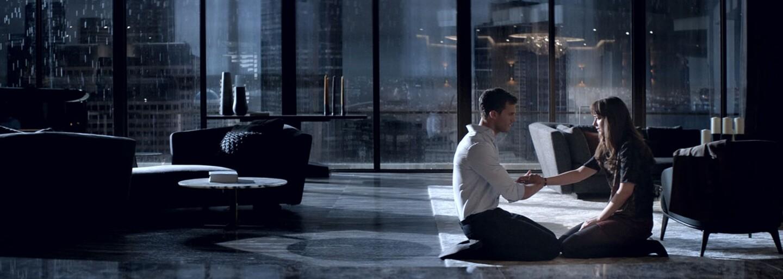 Pán Grey a Anastasia si v nevinných prvých záberoch z Päťdesiat odtieňov slobody užívajú pokojný život zamilovaných milionárov