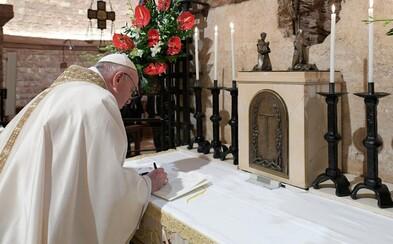 Pápež František: Rasizmus je vírus, ktorý zmutuje a ukrýva sa medzi ľuďmi