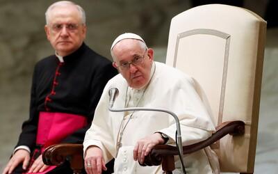 Pápež František vyhlásil, že sa hanbí za duchovných, ktorí sexuálne zneužívali deti