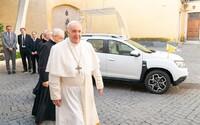 Papež má nové auto. Po Lamborghini přichází Papa-Duster od Dacie