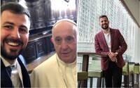 Pápež mu navrhol, nech si spravia selfie. Michal Fajin mal byť kňazom, dnes je úspešný hotelier, jeho kávu pila Merkelová aj Putin