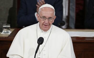 Papež odpor k vakcíně přirovnává k sebevražednému odmítnutí. Zahráváme si se životy jiných lidí, upozorňuje