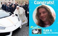 Pápežove Lamborghini putuje do Česka. V lotérii ho vyhral Vladislav N.