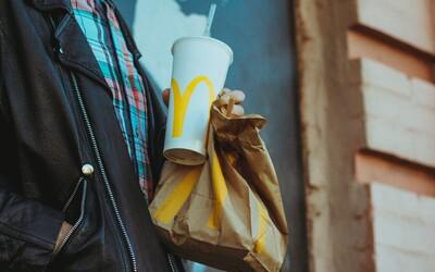Papierové slamky z McDonald's sa nedajú zrecyklovať, priznal reťazec. Na rozdiel od plastových