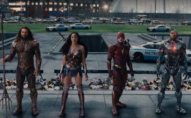 Paradémoni sa snažia podrobiť si našu planétu, no Justice League to nemôže nechať bez odozvy. DC hrdinovia vedení Batmanom vyrážajú do boja