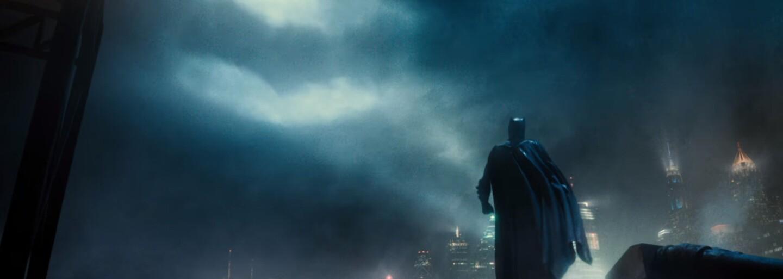 Paradémoni se snaží podrobit si naši planetu, ale Justice League to nemůže nechat bez odezvy. DC hrdinové vedení Batmanem vyrážejí do boje