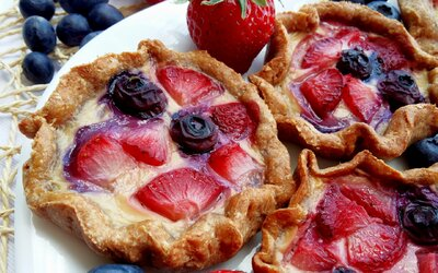 Parádne mini galetky s vanilkovým krémom a ovocím (Recept)
