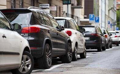 Parkovaciu politku zavádza už aj Bratislava - Nové Mesto. Ľudia, ktorí tam nemajú trvalý pobyt, večer nezaparkujú