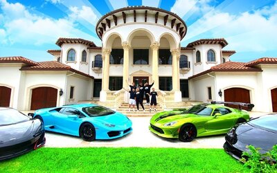 Parta Fortnite youtuberů si koupila vilu za miliony. Udělali z ní groteskní sídlo doplněné luxusními auty