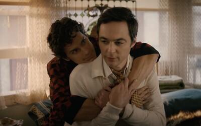 Party 9 homosexuálů se nečekaně zvrtne. Představitel Sheldona září v novince od Netflixu