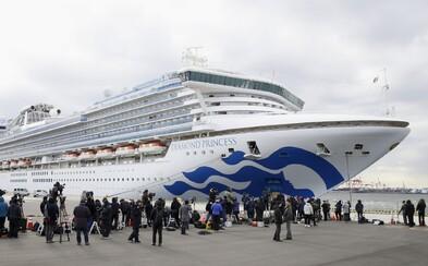 Pasažieri výletnej lode, na ktorej sa objavil koronavírus, zostávajú vo svojich kajutách. Nakazených je už minimálne 20 ľudí