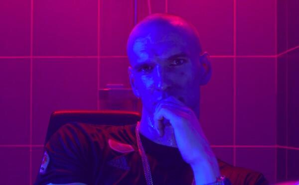 Pastor má v novém klipu mód jako Vémola při nástupu na fight. Zároveň odhaluje cover i tracklist k novému albu Trapsport