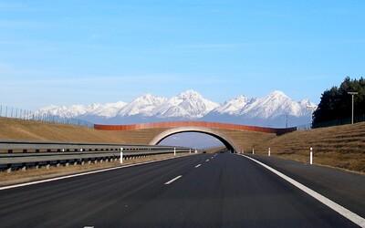 Päť najkrajších ciest na Slovensku. Prevetrať auto a užiť si parádnu jazdu s úžasnou scenériou sa dá aj u nás