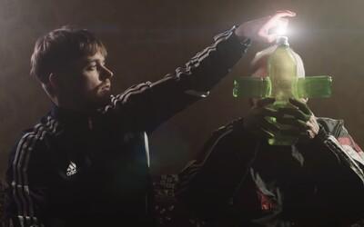 Paulie Garand zapaluje bongo dědovi. Sleduj šílený videoklip plný krve s Maniakem