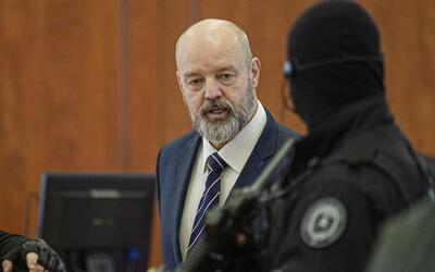 Pavla Ruska zadržala polícia, uplynulú noc už strávil v cele. Súd neuveril jeho historke o poliatí kyselinou