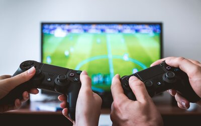PC, Xbox, Playstation alebo Google Stadia? Kde sú hry najlacnejšie a ktorá platforma je pre teba tá pravá?