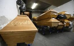 Pece idú už mesiace nonstop, obrady museli skrátiť a prijať nových ľudí na kopanie hrobov. Ako zvládajú pohrebníctva situáciu?