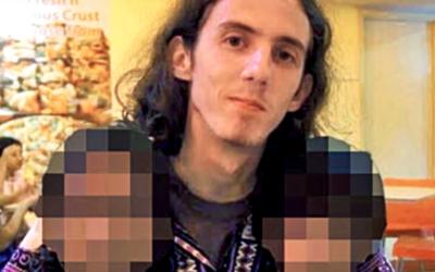 Pedofila odsouzeného na 22 doživotí za zneužití více než 200 dětí našli pobodaného v jeho vězeňské cele
