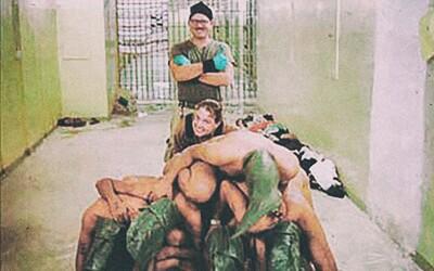 Peklo vo väznici Abu Ghraib: Liatie kyseliny fosforečnej na intímne partie, znásilňovanie detí pred ich matkami či potieranie výkalmi