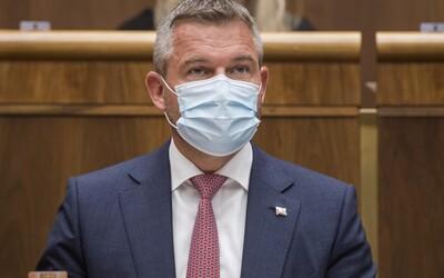 Pellegrini by do Moskvy vzal šéfku ŠÚKL-u, aby Rusov konfrontovala s chýbajúcimi dokumentmi. Kollár by prijal aj čínsku vakcínu