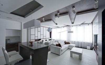Perfektná rekonštrukcia apartmánu plná bielej a dreva z Moskvy