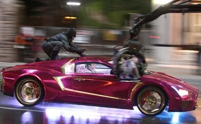 Perfektné auto pre šialeného zločinca. Joker zo Suicide Squad sa má čím chváliť