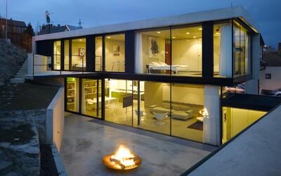 Perfektní souhra s terénem, prosklené plochy a designová moderna. Kvalita české architektury se nezapře