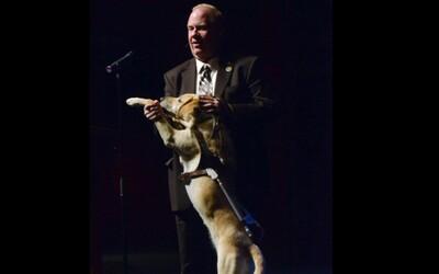 Pes mu pri páde Dvojičiek zachránil život. Nevidiaci muž hovorí o tom, ako sa mu podarilo 11. septembra ujsť pred smrťou