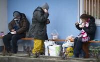 Pět tipů jak pomoci lidem bez domova: Zaplať stovku a zajisti jim nocleh