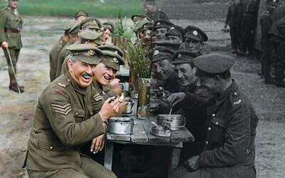 Peter Jackson oživil hrdiny první světové války a dokonale nám ukázal jejich trápení i radost (Recenze)