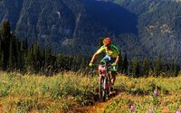 Peter Sagan valcuje konkurentov aj v horskej cyklistike. Do cieľa prišiel s 20-minútovým náskokom