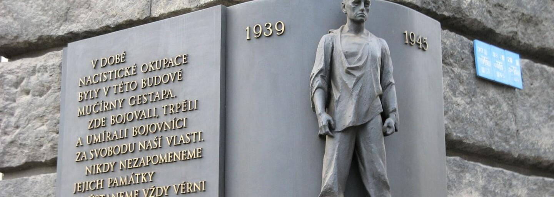 Petschkův palác byl během války sídlem gestapa. Mučeny zde byly tisíce nevinných českých vlastenců a odbojářů