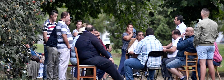 Piešťanský park zaplavili ľudské výkaly. Zanechávajú ich stovky Rómov, ktorí prišli za pochybným liečiteľom