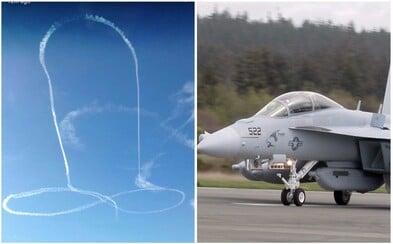 Pilot na obloze zanechal kondenzační stopu ve tvaru penisu. Americké námořnictvo se už za jeho čin stihlo omluvit