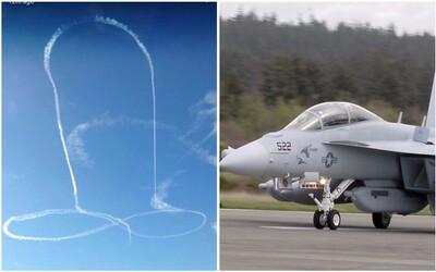 Pilot zanechal na oblohe kondenzačnú stopu v tvare penisu. Americké námorníctvo sa už stihlo za jeho čin ospravedlniť