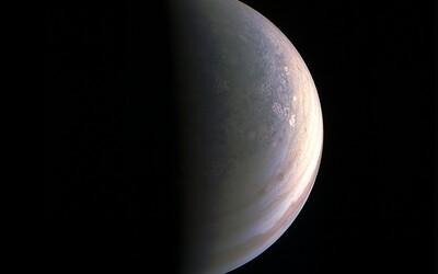 Píší se dějiny! Sonda JUNO se přiblížila k Jupiteru a zhotovila tak první fotografie největší planety sluneční soustavy