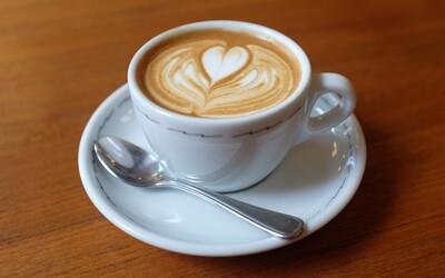 Pít osm káv denně je zdravější, než nepít žádnou. Studie zkoumala téměř 500 000 lidí a zjistila, že kávoví abstinenti umírají dříve